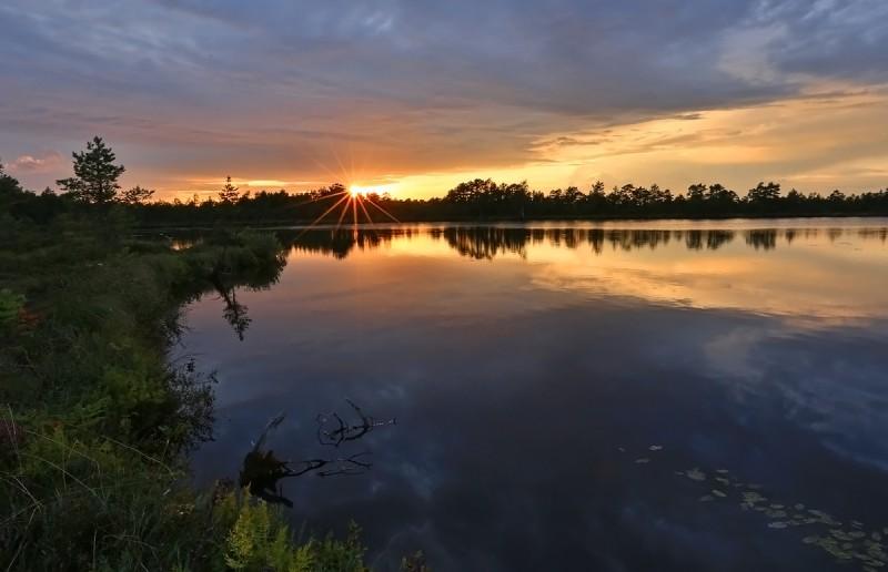 Päikeseloojang Jalase järvel